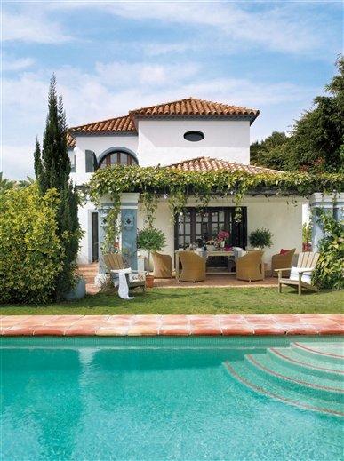 Summer house in spain inspiring interiors for Spanish mediterranean homes