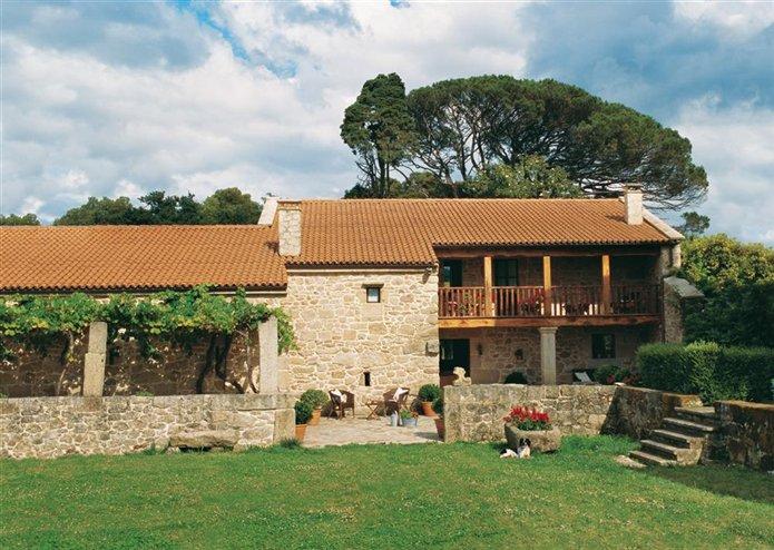 Los exteriores de una casa se orial gallega - Casas madera y piedra ...