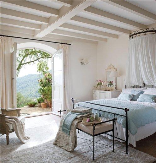 Dormitorio con aire romántico