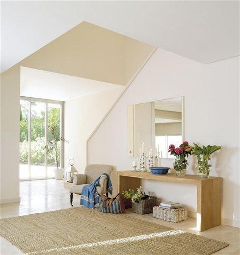 Una decoraci n blanca y transparente - Alfombras recibidor ...