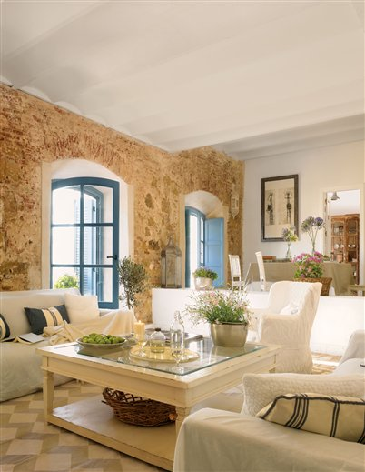 Rustic home in spain inspiring interiors - Decorar salon comedor ...