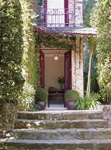 Una casa entre el cl sico y el barroco for Renovacion de casas viejas