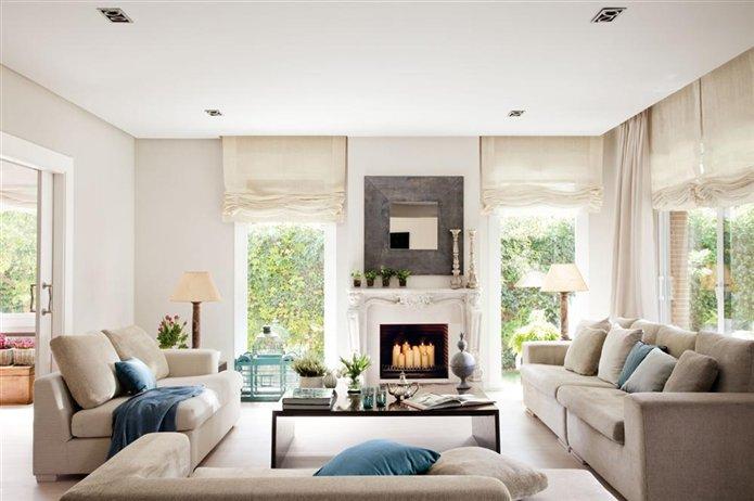 Una sala de estar luminosa en beiges y azules - Muebles para el salon ...