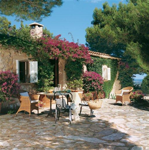 Porches y terrazas naturalmente bonitos - Casas con jardines bonitos ...