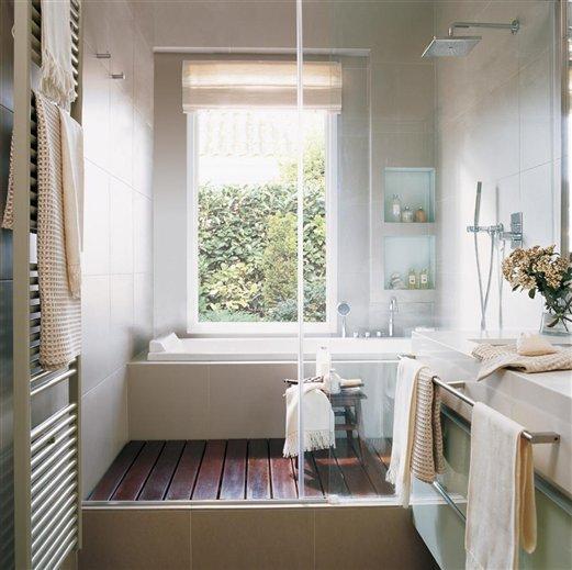 Tienes un ba o peque o aprov chalo al m ximo for Banos con tina y ducha