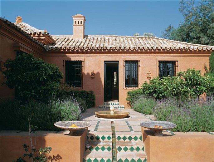 Terra cotta home in cadiz inspiring interiors - Casas estilo americano ...