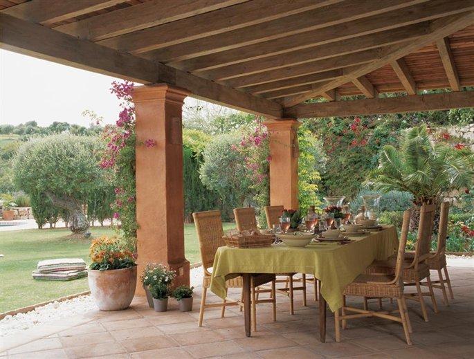 Una casa en c diz cruce de tres culturas for Mesa porche