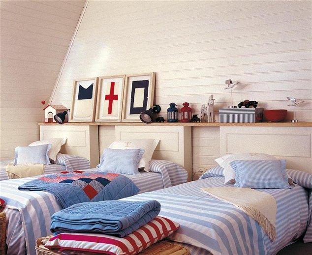 La frescura de una casa cl sica for Dormitorios tres camas