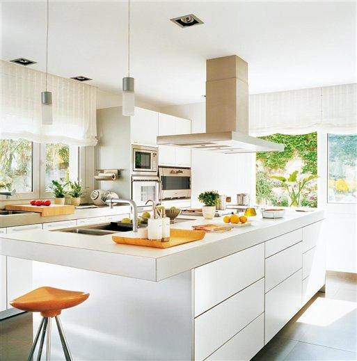 Stebbing house desing cocinas blancas for Cocinas modernas blancas con peninsula