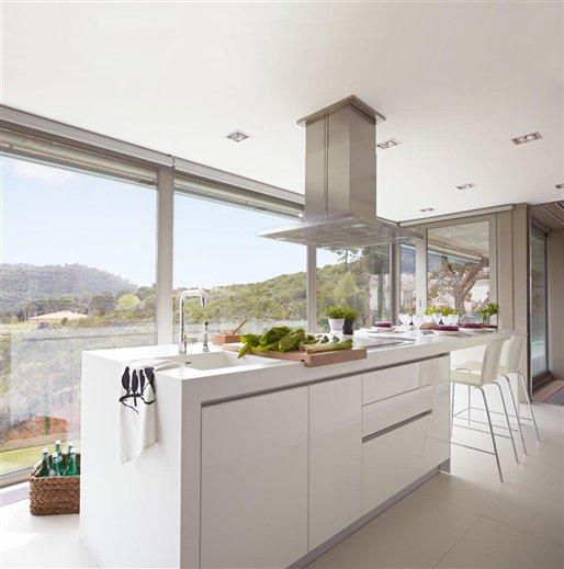 Stebbing house desing cocinas blancas for Cocinas bonitas blancas