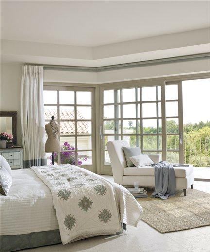 dormitorio. Un dormitorio con un gran balcón