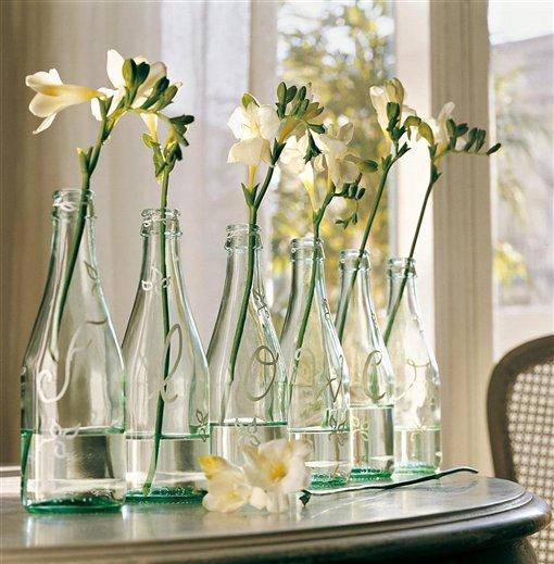 Reduce reutiliza y recicla envases en tu hogar - Jarrones de cristal con flores ...