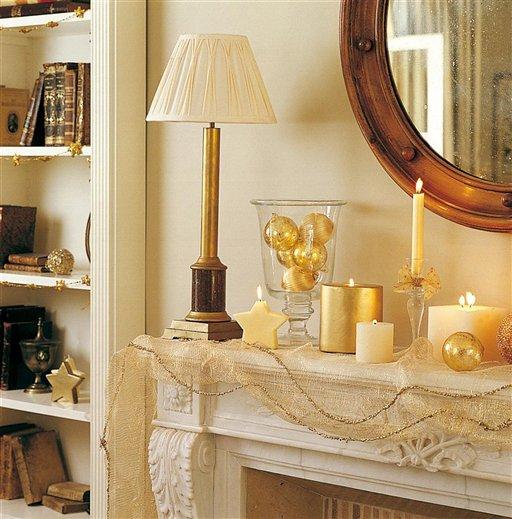 Una casa de navidad con reflejos dorados for Detalles decoracion casa