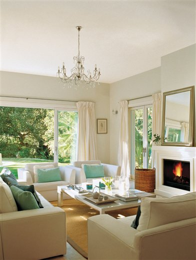 Interiores que se funden con el jard n for Salones en gris y turquesa
