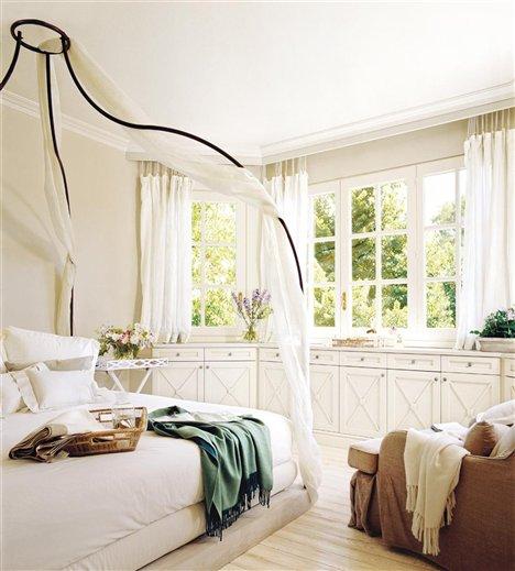 cama dormitorio y butaca. Adaptado al espacio