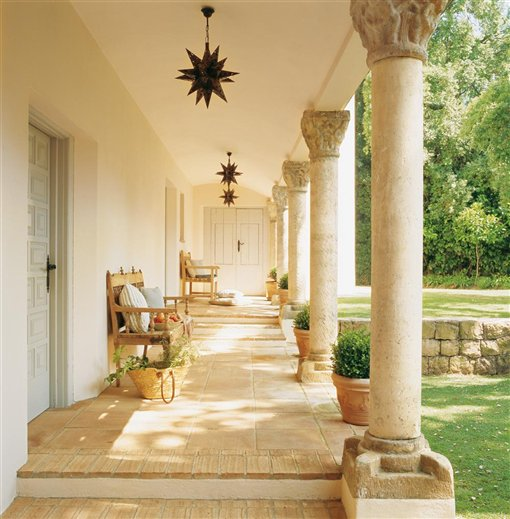 Sunshine in spain inspiring interiors - Porches de casas ...