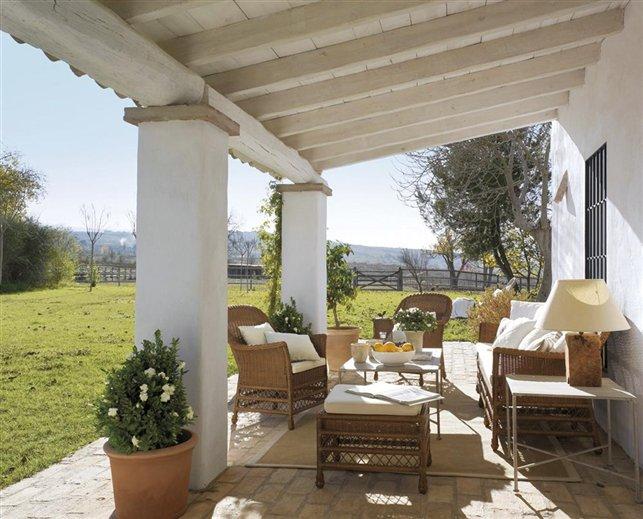 Un porche con aires coloniales