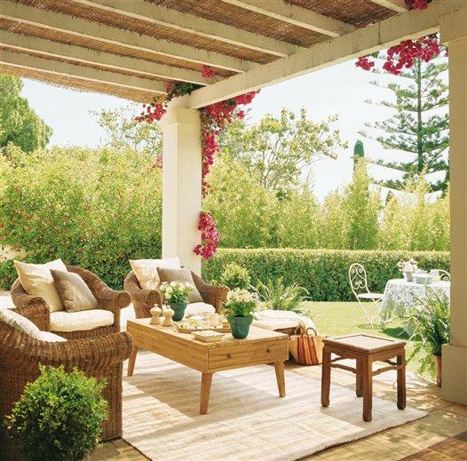 Sunshine in spain inspiring interiors for Sofa exterior jardim