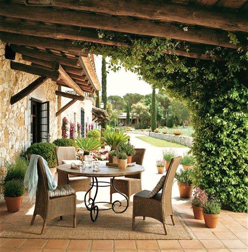 Restored 17th century farmhouse in spain inspiring interiors - Porches de casas de campo ...