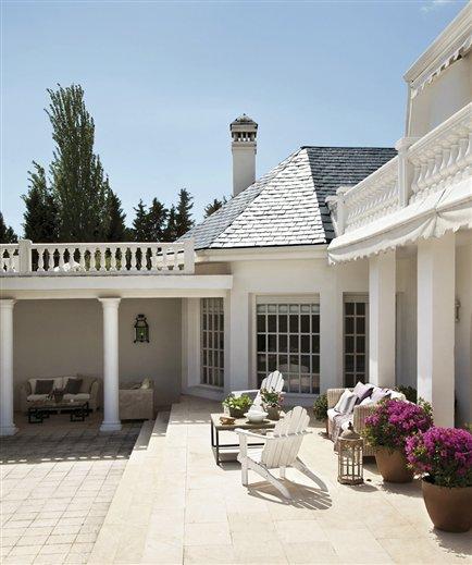 April 2012 inspiring interiors - Esterno casa color tortora ...