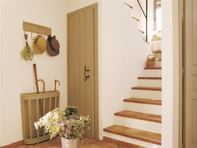 Recibidores peque os con buenas soluciones - Muebles recibidores pequenos ...