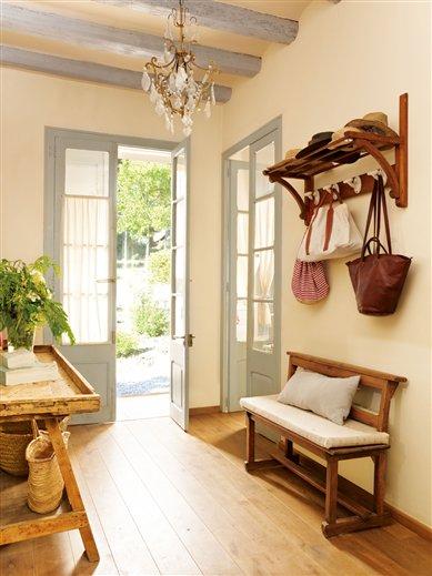 Recibidores peque os con buenas soluciones for Muebles practicos para casas pequenas