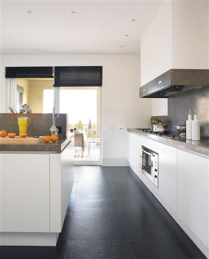 Los suelos m s resistentes para la cocina for Pavimentos para cocinas