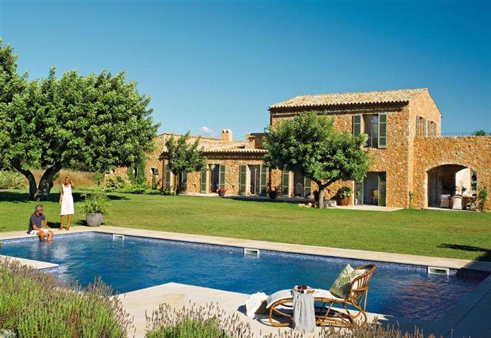 Un casa de campo hecha hoy como las de ayer for Fotos de casas de campo con piscina