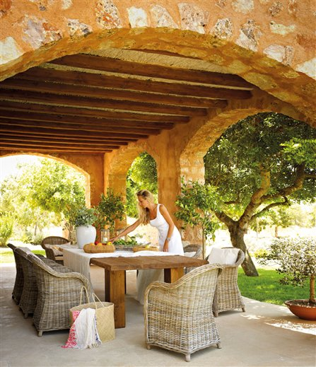 Country house in spain inspiring interiors for Casa country design