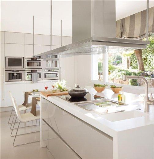 Fotos y diseo cocinas cocina con isla auto design tech for Cocinas pequenas con isla