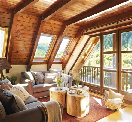 Un peque o refugio de monta a casas - Techo de madera interior ...