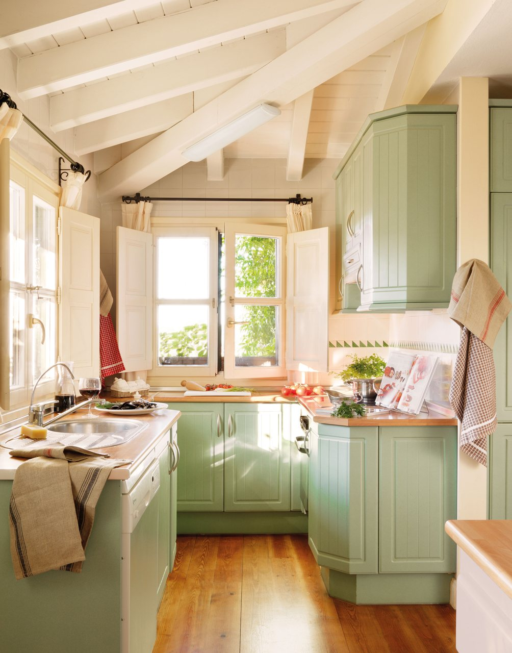 15 Fotos De Cocinas Peque As Bien Aprovechadas ~ Como Amueblar Una Cocina Pequeña