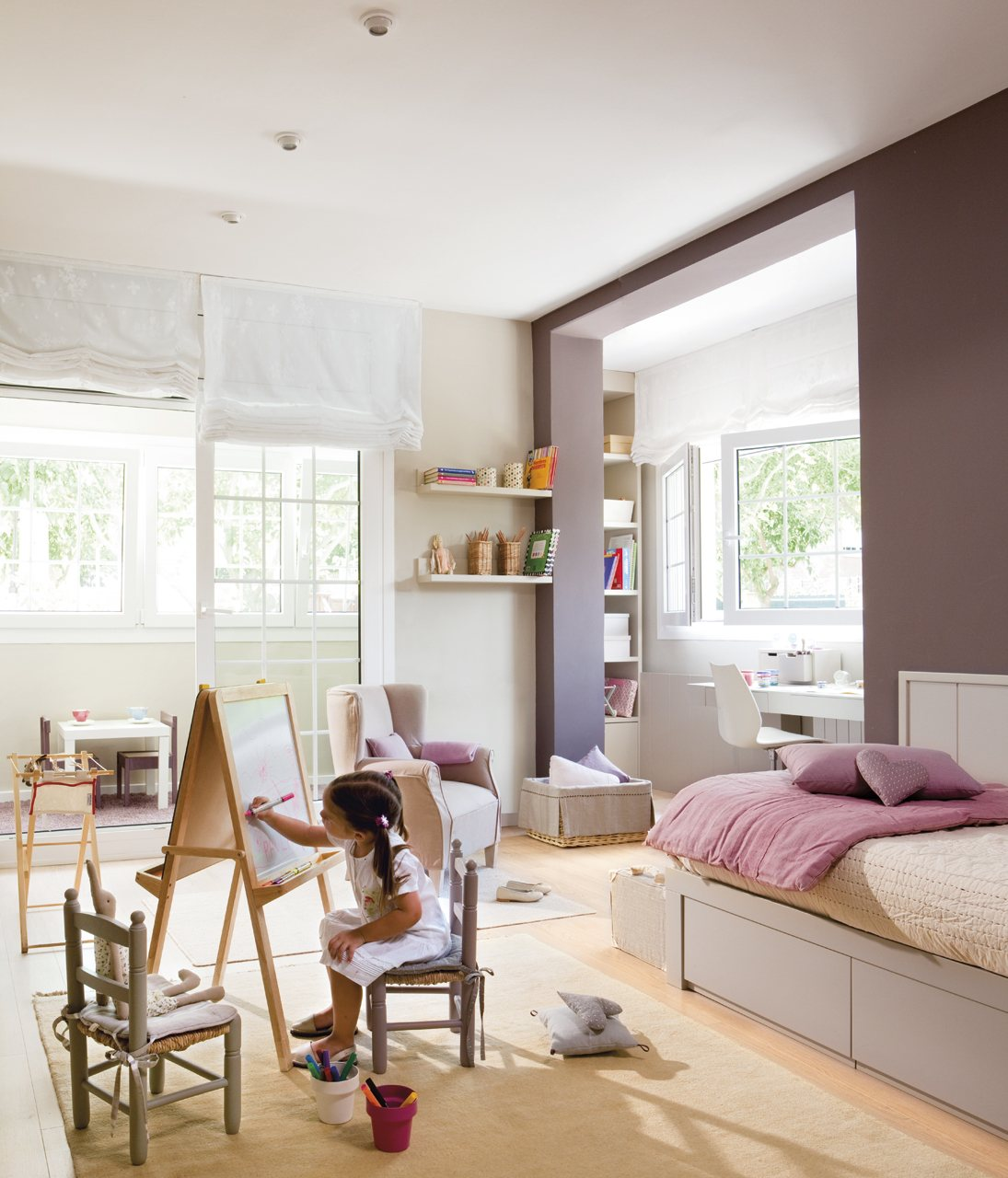 Un dormitorio muy completo lleno de luz y color - Habitacion juvenil nina ...