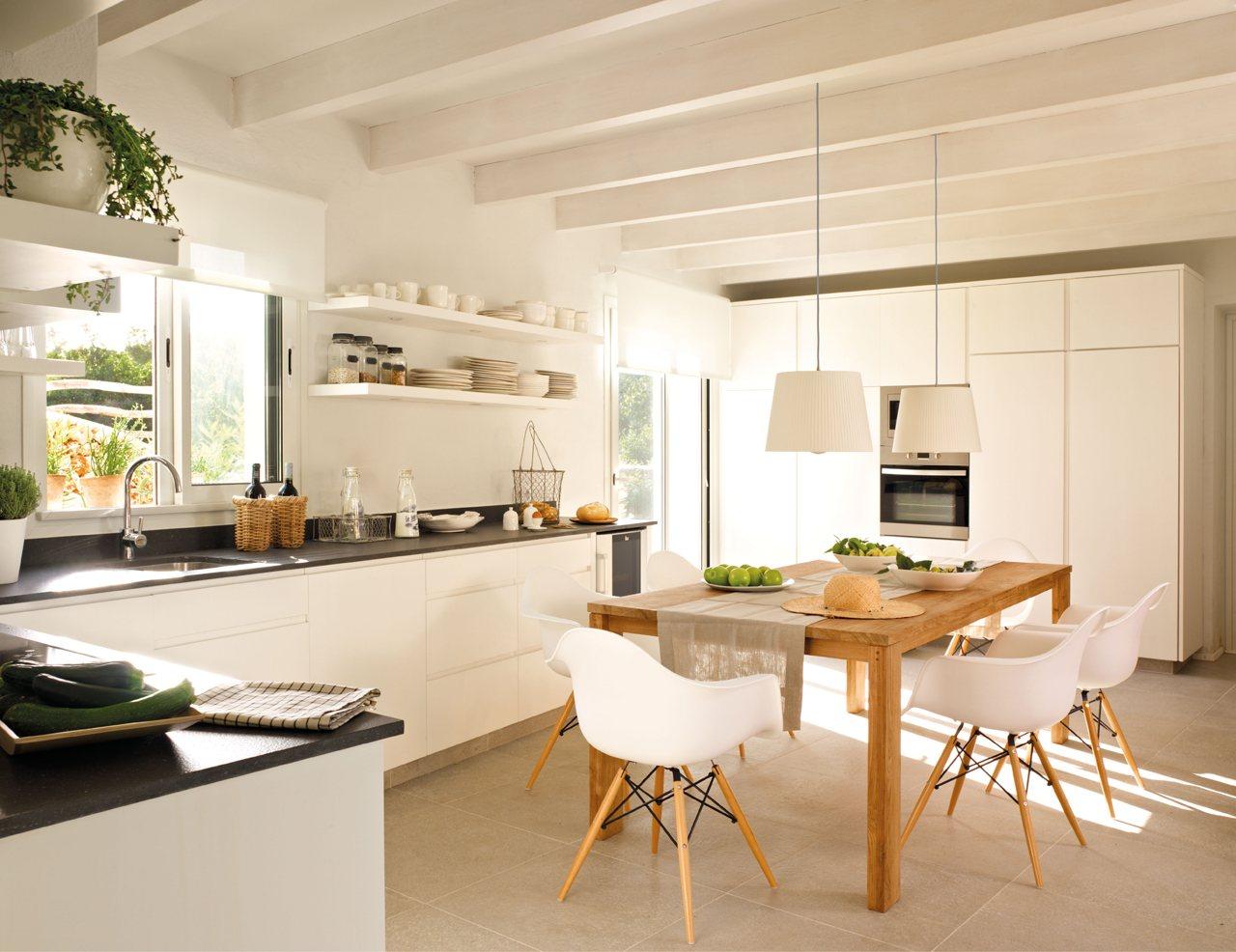 Una casa del siglo xix en menorca restaurada con mimo for Cocinas para jardin