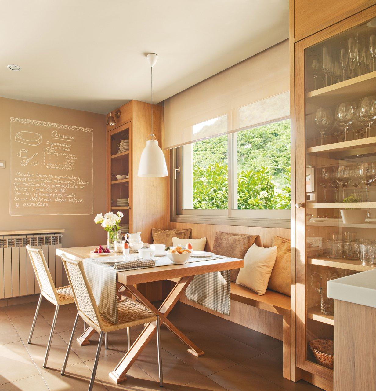Una cocina c lida y pr ctica para cinco - Decorar office cocina ...