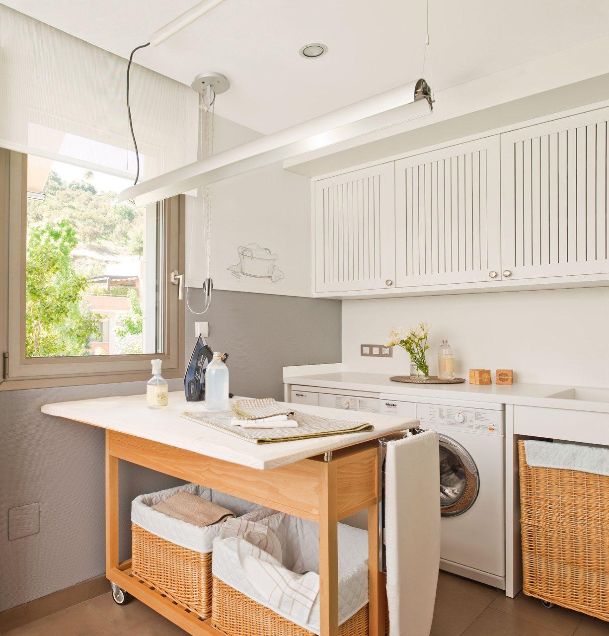 Una cocina c lida y pr ctica para cinco for Planchador de ropa