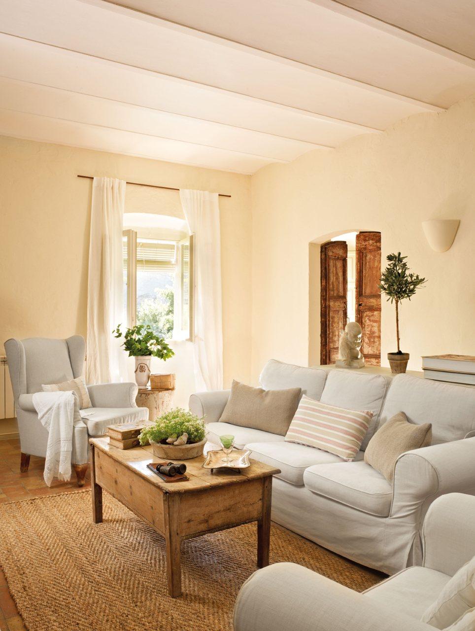 Una casita de pueblo con encanto r stico y un precioso patio - Decorar casa de pueblo ...