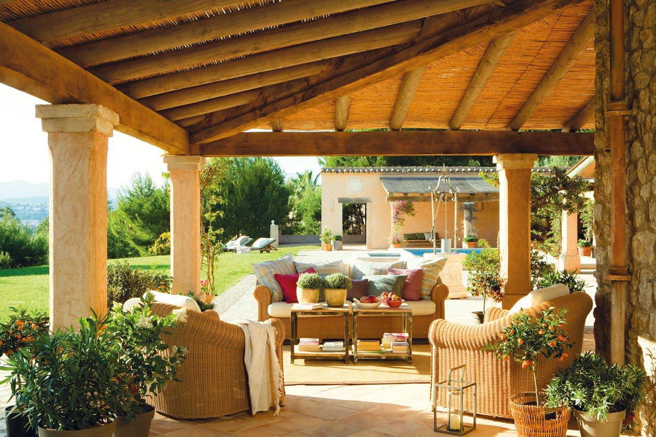 10 porches maravillosos con encanto for Casas con porche y piscina