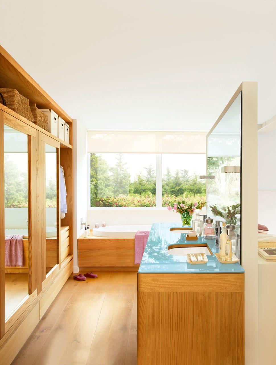 Baño Con Vestidor Medidas:Anterior Con la calidez de la madera Baño con zona de aguas en