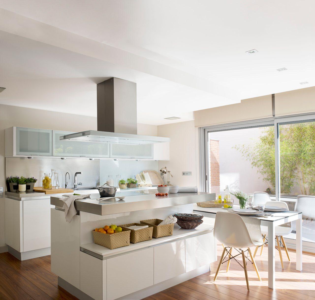 Renovar la cocina sin obras for Cocinas blancas pequenas