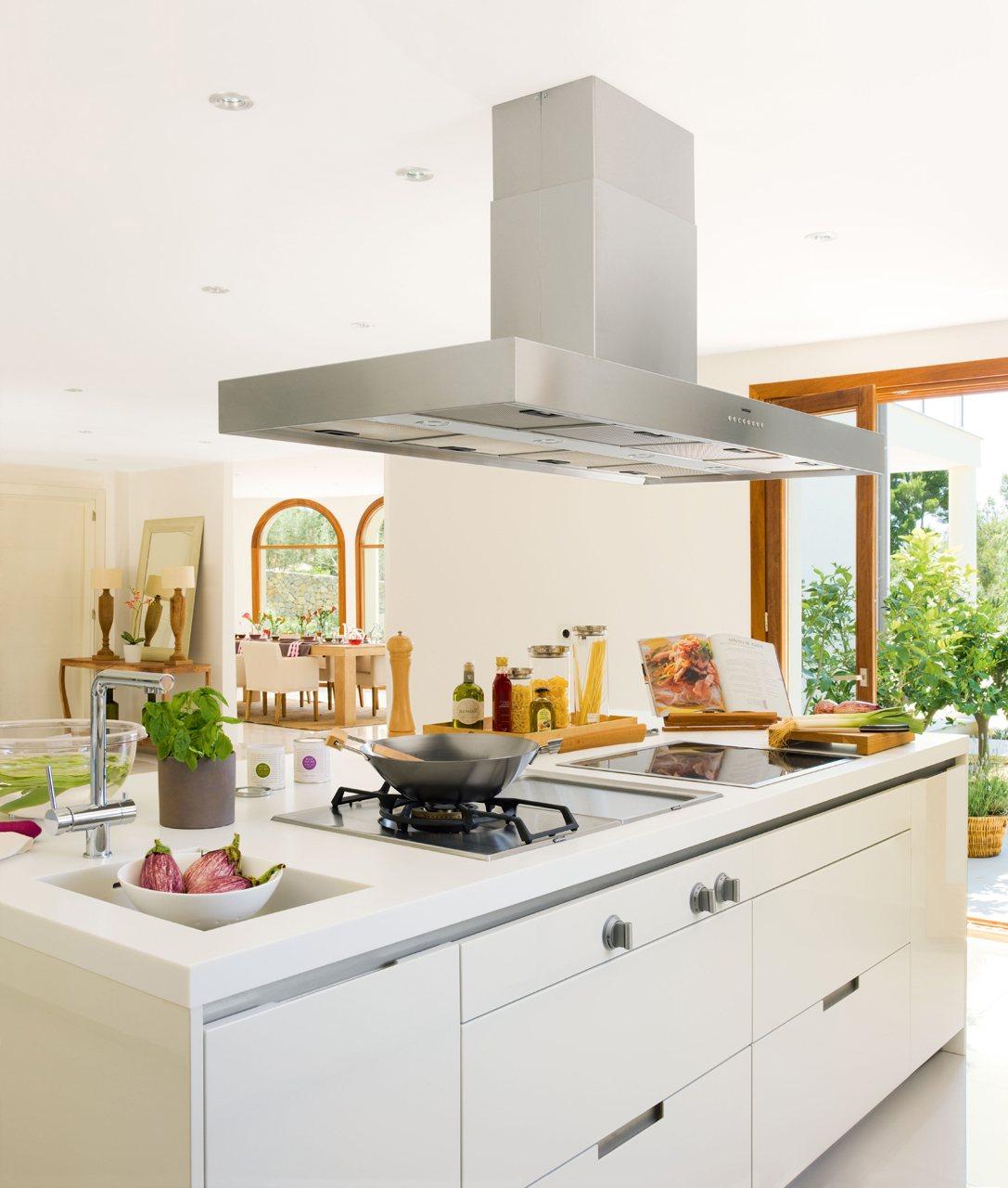 Renovar la cocina sin obras - Cocina con isla central ...
