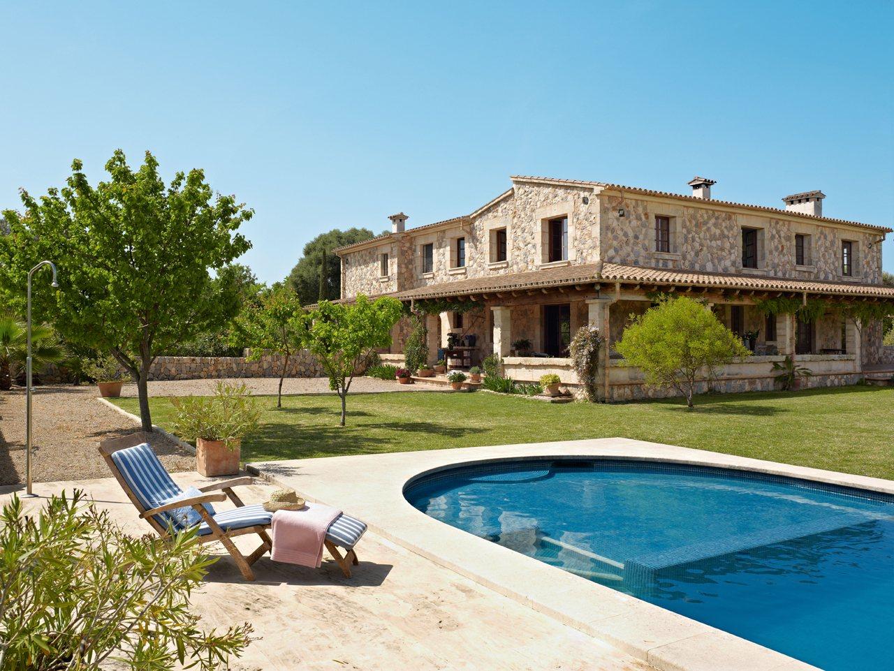 Una Casa En Mallorca Acunada Por El Mar # Muebles Oh Mallorca