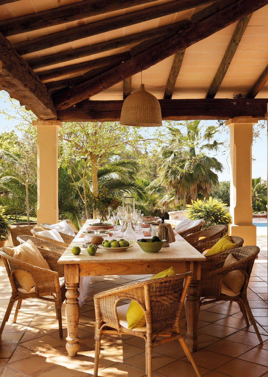 Una bonita y espectacular casa en mallorca for Comedores exteriores para terrazas