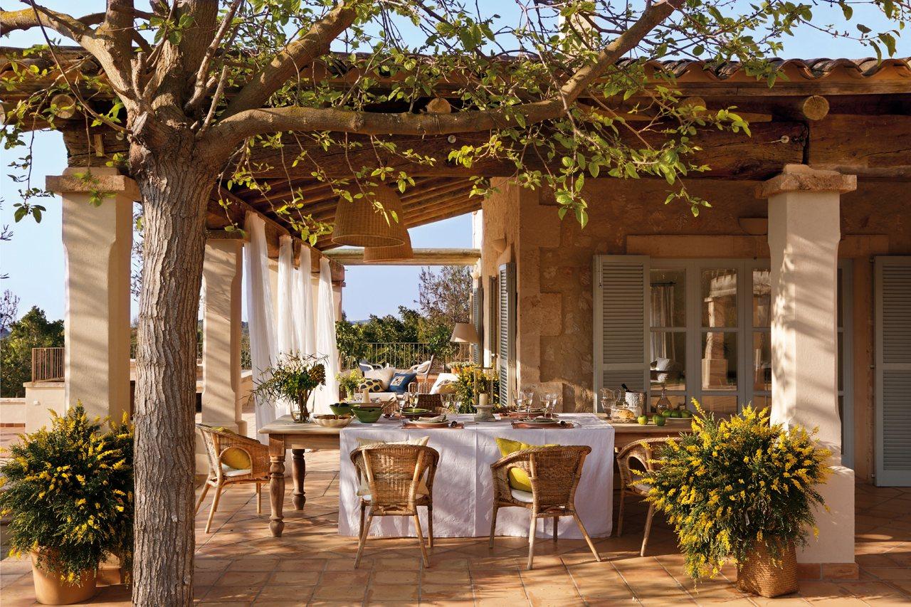 Una bonita y espectacular casa en mallorca for Mesa porche