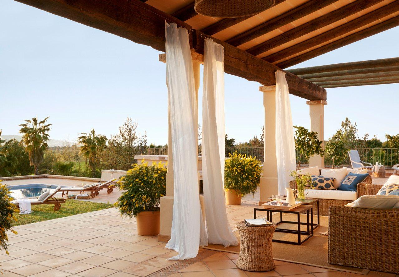 Una bonita y espectacular casa en mallorca - Cortinas para porche exterior ...