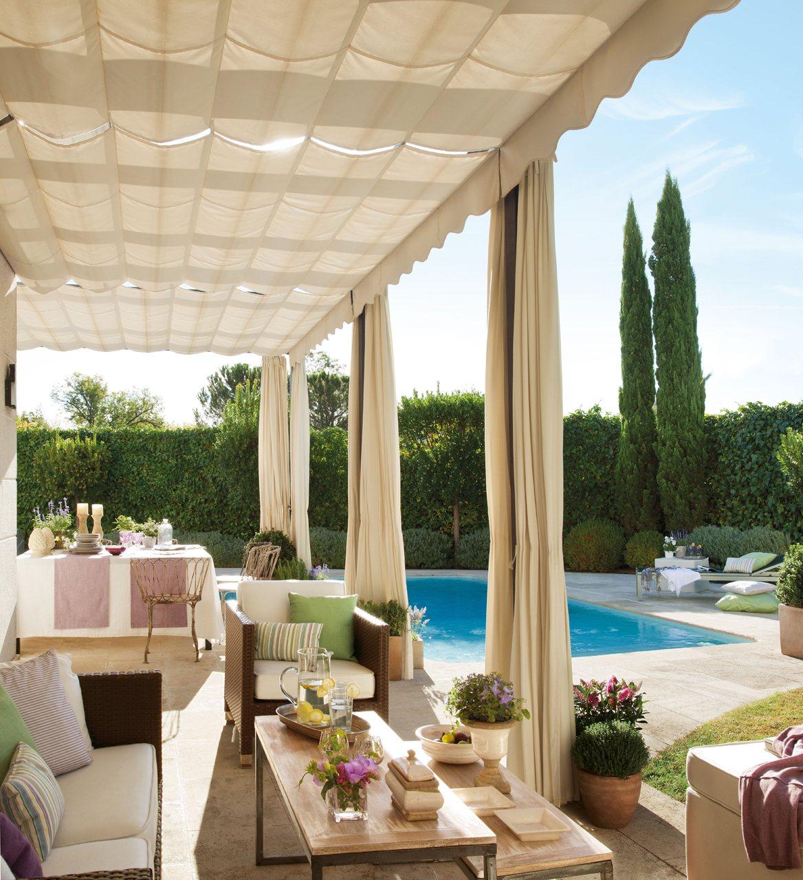 Una casa de madrid con piscina for Fotos de casas con piscina interior