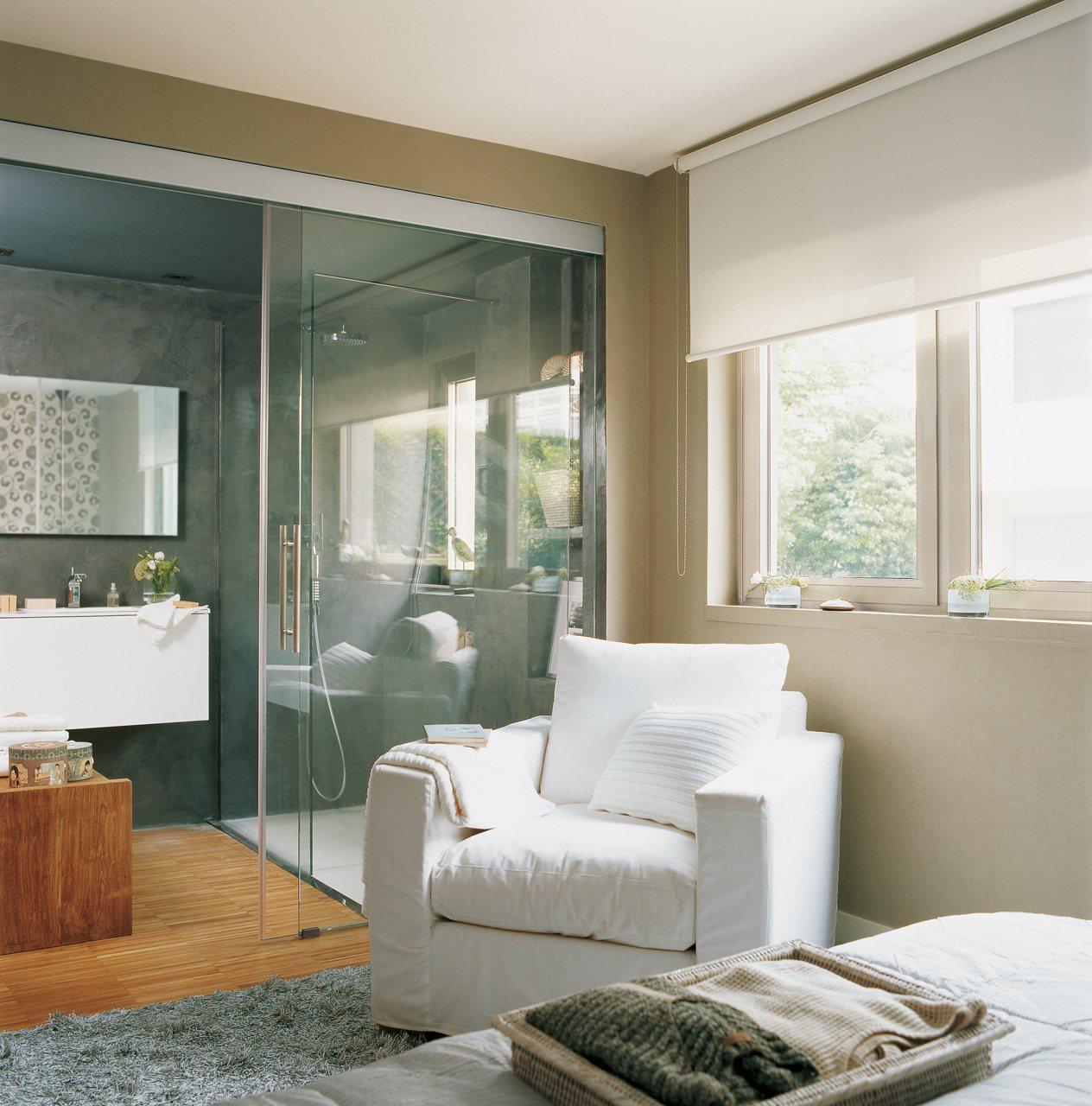 Instala paredes de cristal y gana luz y amplitud en casa for Dormitorio con bano