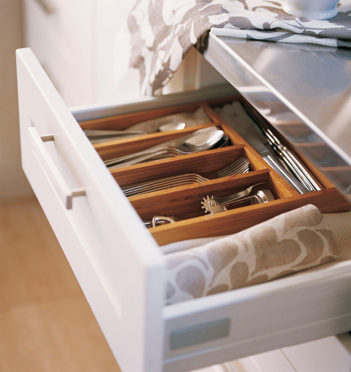 C mo tener una cocina m s ordenada for Separadores cajones cocina