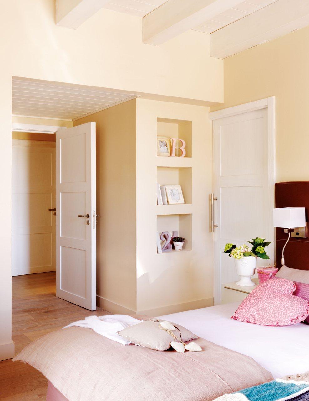 Gana estilo en casa por menos de mil euros for Puertas de dormitorio
