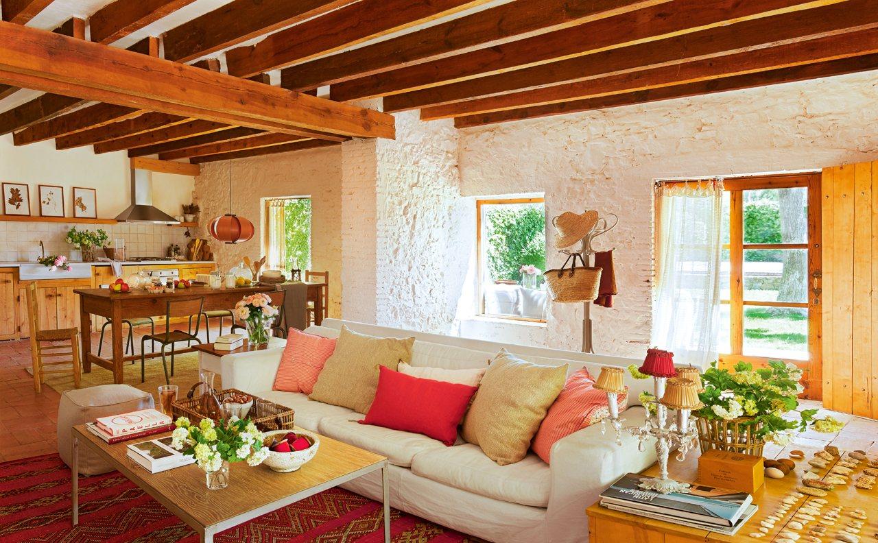 Un granero transformado en una casa r stica - Salones de casas rusticas ...